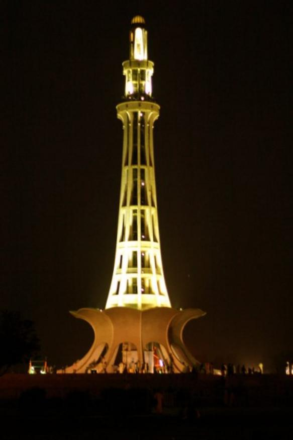 Minar_-e_Pakistan_at_Night